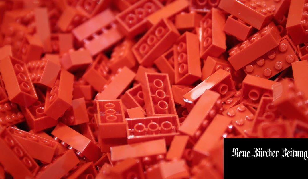Manager zeichnen an Seminaren immer weniger an Flipcharts. Dafür spielen sie mit Lego. Was soll das? | NZZ